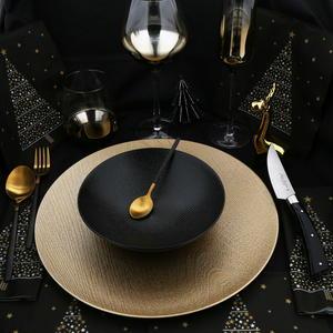 Jean Dubost tabling de fetes, couverts dorés anuradha et couteau francais bistronomie manche acrylique noir